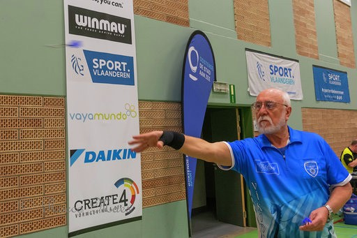 Ulrich Bauer beim Abwurf beim Worldcup 2019 der World Disability Darts Association